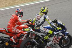 Valentino Rossi congratulates Casey Stoner