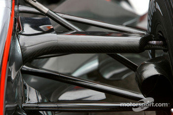 McLaren Mercedes, MP4-22, front suspension detail