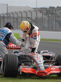 Technical problems with the McLaren of Lewis Hamilton, McLaren Mercedes