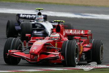 Kimi Raikkonen, Scuderia Ferrari, F2007 and Alexander Wurz, Williams F1 Team, FW29