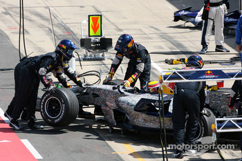 Mark Webber, Red Bull Racing, retires from the race