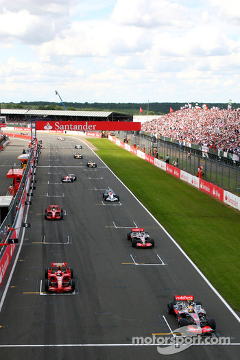 Cars line up on the grid, Lewis Hamilton, McLaren Mercedes, MP4-22, Kimi Raikkonen, Scuderia Ferrari, F2007, Fernando Alonso, McLaren Mercedes, MP4-22
