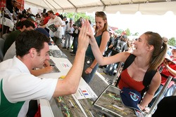 Simon Pagenaud gets a high five