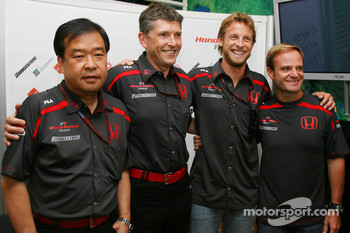 Honda Racing F1 Team confirm their 2008 driver line-up will remain unchanged, l-r, Shuhei Nakamoto, Senior Technical director, Nick Fry, Honda Racing F1 Team, Chief Executive Officer, Jenson Button, Honda Racing F1 Team and Rubens Barrichello, Honda Racin