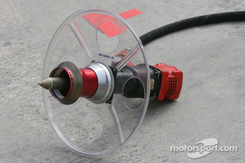 Scuderia Ferrari, Wheel nut guns