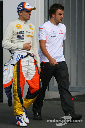 Heikki Kovalainen, Renault F1 Team and Fernando Alonso, McLaren Mercedes