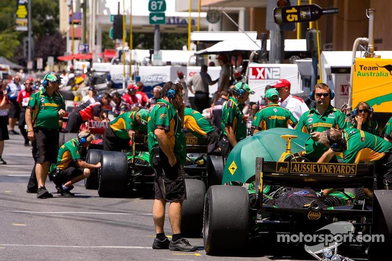 Champ Car pit lane