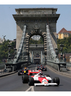 City of Budapest demo: Gerhard Berger, Scuderia Toro Rosso, Team co-owner, Vitantonio Liuzzi, Scuderia Toro Rosso, Mark Webber, Red Bull Racing