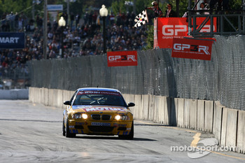#96 Turner Motorsport BMW M3: Bill Auberlen, Chris Gleason takes checkered flag