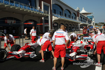 Toyota Racing in the pitlane