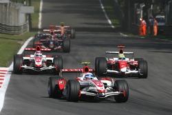 Anthony Davidson, Super Aguri F1 Team, SA07 and Ralf Schumacher, Toyota Racing, TF107