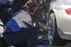 Pitstop for #39 TRG Porsche 997: Duncan Ende, Grant Maiman