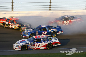 Kurt Busch, Tony Stewart and Carl Edwards crash in turn 3