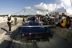 Pitstop for #27 Lista Doran Racing Maserati MC-12-C: Didier Theys, Fredy Lienhard, Andrea Bertolini