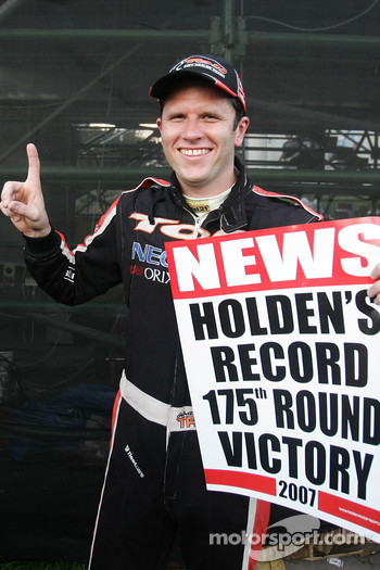 Garth Tander takes out round 11 of the V8 Supercars (Toll HSV Dealer Team Commodore VE)