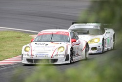 #90 Farnbacher Racing Porsche 997 GT3 RSR: Dirk Werner, Pierre Ehret, Lars Erik Nielsen, #72 Luc Alphand Aventures Corvette C6-R: Oliver Gavin, Patrice Goueslard, Olivier Beretta
