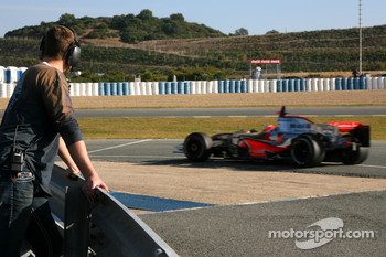 Ralf Schumacher, Force India F1 Team watches Gary Paffett, Test Driver, McLaren Mercedes