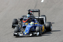 Marcus Ericsson, Sauber C34 and Fernando Alonso, McLaren MP4-30