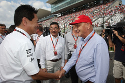 Yasuhisa AraI, Honda Motorsport Chief Officer with Takahiro Hachigo, Honda CEO with Ron Dennis, McLaren Executive Chairman and Niki Lauda, Mercedes Non-Executive Chairman on the grid