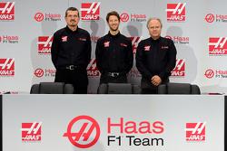 Haas F1 Team's Gunther Steiner, Romain Grosjean en Gene Haas
