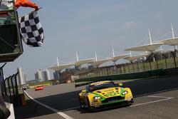 冲线:克拉夫特·班布车队99号阿斯顿马丁Vnatage V12 GT3::欧阳若曦、丹尼尔·洛依德