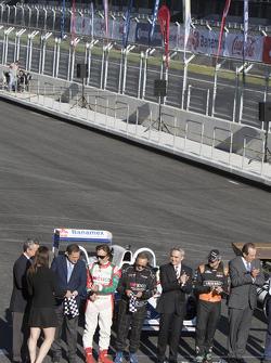 (Izq a Der) Alejandro Soberón Director de CIE, Emerson Fittipaldi, Héctor Rebaque,Miguel Angel Mancera Jefe de Gobierno Ciudad de México, Sergio Pérez Sahara Force India, en la Inauguración del Autódromo Hermanos Rodriguez