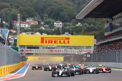 Start: Nico Rosberg, Mercedes AMG F1 W06 leads