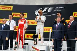 Het podium,: Sebastian Vettel, Ferrari, 2de; Lewis Hamilton, Mercedes AMG F1, winnaar; Sergio Perez, Sahara Force India F1, 3de