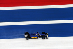 Marcus Ericsson, Sauber C34 runs wide