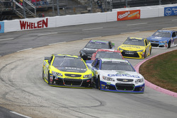 Casey Mears, Germain Racing Chevrolet and Paul Menard, Richard Childress Racing Chevrolet