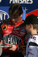 Jeff Gordon signs for a fan
