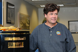 Michael Waltrip and the Harley F. Earl Daytona 500 winner's trophy 'Gold Edition'