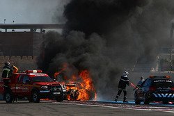 Major fire for #94 Speedy Racing Team Spyker C8 Laviolette GT2R: Philippe Camandona, Andrea Chiesa, Benjamin Leuenberger
