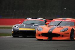 GT3 Dodge Viper overtaking GT4 Ginetta G50