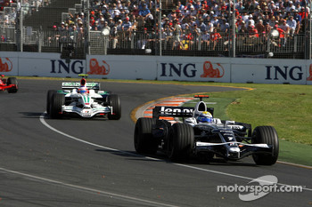 Nico Rosberg, WilliamsF1 Team, Rubens Barrichello, Honda Racing F1 Team