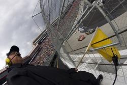 NASCAR-NS: Yellow flag