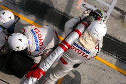 Toyota Team F1 mechanics before pitstop