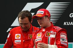 Podium: race winner Kimi Raikkonen, Stefano Domenicali, Scuderia Ferrari, Sporting Director