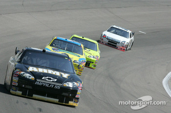 Mark Martin leads Bobby Labonte, Paul Menard and Travis Kvapil