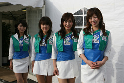 Honda Welcome Party: charming Twin Ring Motegi girls