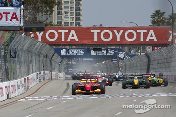 Start: Justin Wilson leads the field