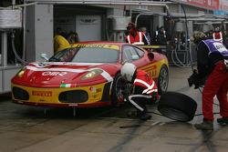 Pit stop for #78 BMS Scuderia Italia Ferrari 430 GT2: Joel Camathias, Davide Rigon