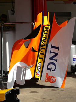 Renault F1 Team enginee cover