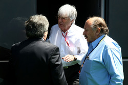 Bernie Ecclestone, President and CEO of Formula One Management with FIA Representitives of Mexico