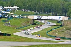 #10 SunTrust Racing Pontiac Dallara: Max Angelelli, Michael Valiante get ready to start the race
