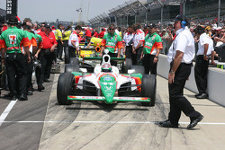 Tony Kanaan waits to qualify