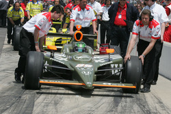 Townsend Bell's crew roll him into the qualifying line