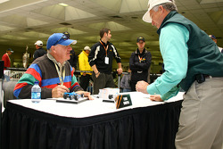 Tom Sneva's autograph session