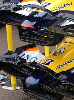 New Renault R27 Front wings