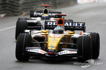 Fernando Alonso, Renault F1 Team leads Nico Rosberg, WilliamsF1 Team